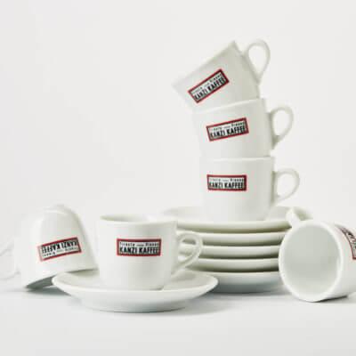Espresso Tassen mit Kaffee Kanzi Logo in italienischem Design