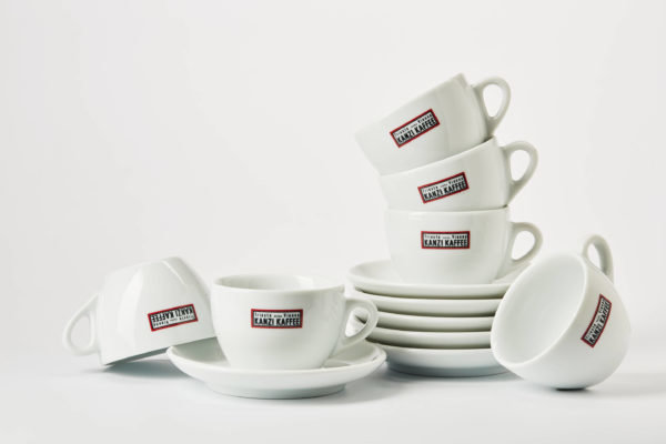 Cappuccino Tassen mit Kaffee Kanzi Logo in italienischem design