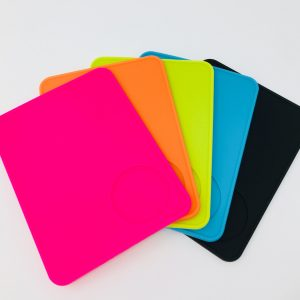 Tameprmatten aufgefächert in den Farben pink, orange, gelb, blau und schwarz